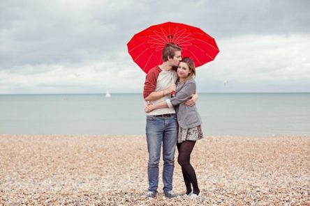 red umbrella engagement photography pre wedding couples